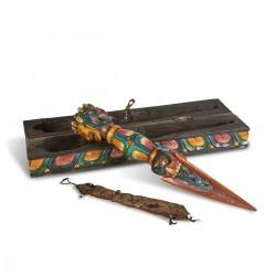 Phurba tallada en madera...